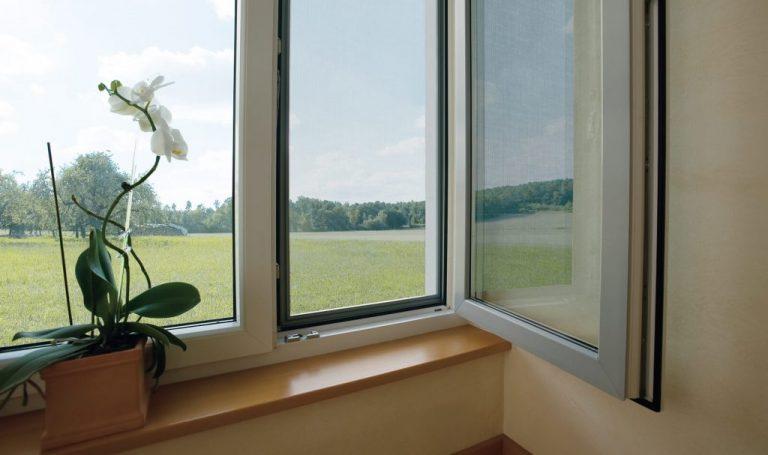Москитная сетка антипыль купить в Томске, противоаллергенная сетка антипыль под заказ, доступные цены на москитные сетки антипыль для пластиковых окон.