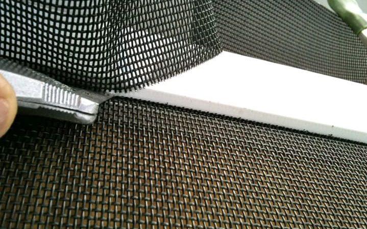Москитная сетка антикошка в Томске, крупная сетка антикошка на пластиковые окна недорого, индивидуальное производство и установка.