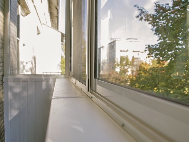 Москитная сетка на раздвижные окна, сетки на алюминиевые окна и ПВХ конструкции, индивидуальное производство и установка москитных сеток, низкие цены.