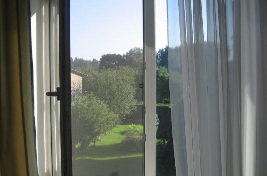 Классическая москитная сетка на окна