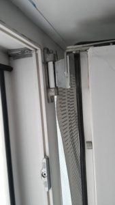 Ремонт ножниц фурнитуры окон